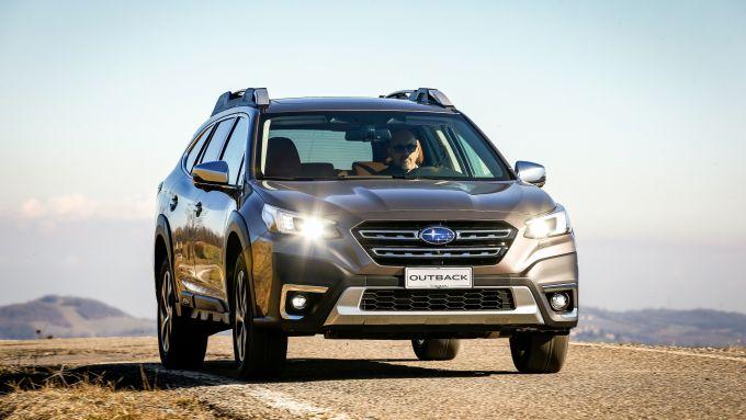 Subaru Outback 2021: il frontale