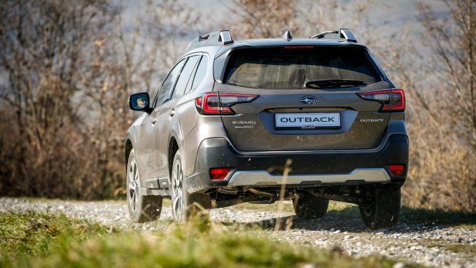 Subaru Outback 2021 in fuoristrada
