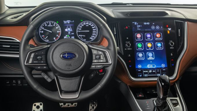 Subaru Outback 2021, interni: volante e infotainment