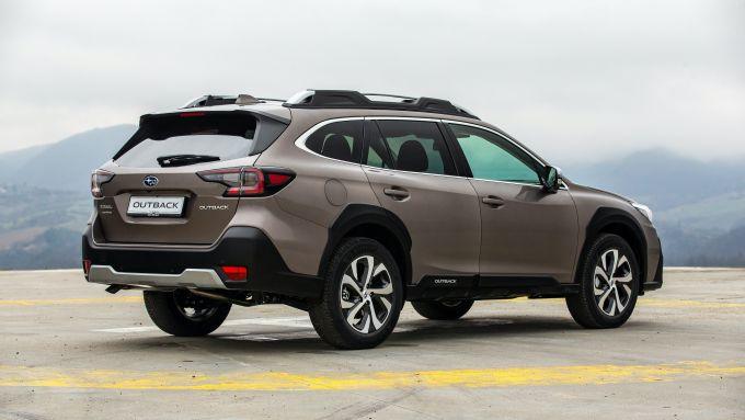 Subaru Outback 2021: vista 3/4 posteriore