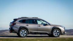 Subaru Outback 2021: vista laterale