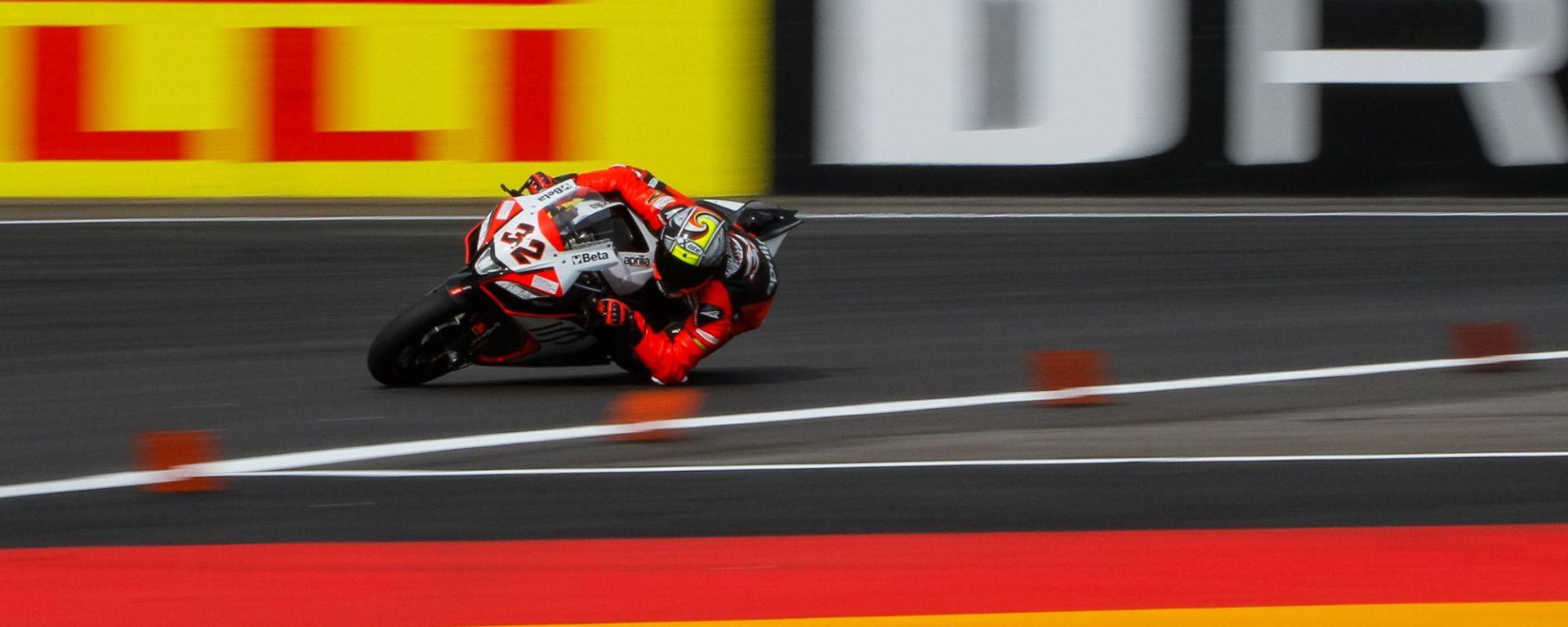 Superbike Germania 2016: Lorenzo Savadori il più veloce nelle libere del Venerdì