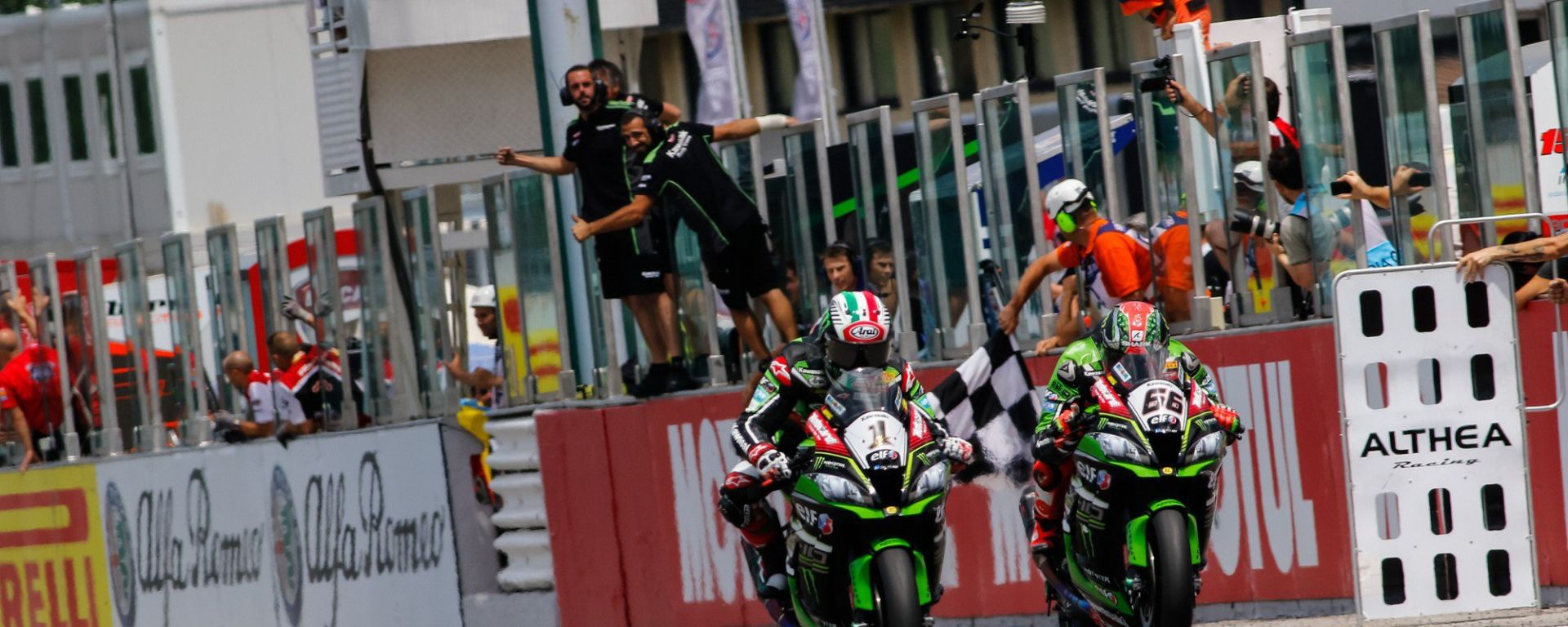 Superbike Misano 2016: Tom Sykes in pole, Jonathan Rea vince gara uno