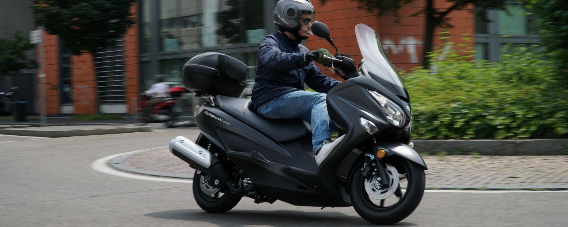 Suzuki Burgman 200: consuma poco e dà molto