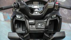 Suzuki Burgman 2017: dettaglio dei vani portaoggetti
