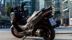 Suzuki Burgman 400 2017, le linee del codone sono state ridisegnate