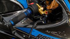 Suzuki GSX-R 1000 by Raptik: particolare sulla manopola, la leva e la pompa freno