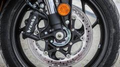 Suzuki GSX-S1000F: dettaglio dei freni anteriori Brembo