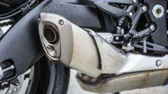 Suzuki GSX-S1000F: dettaglio del corto scarico centrale