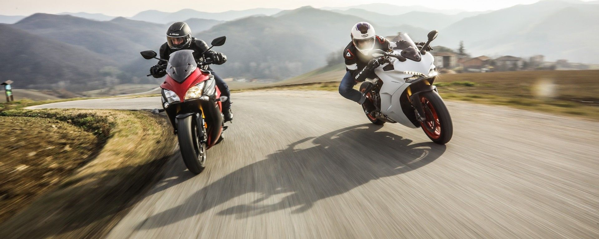 Suzuki GSX-S1000F e Ducati Supersport S