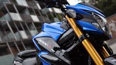 Suzuki GSX-S750, gli steli della forcella sono dorati