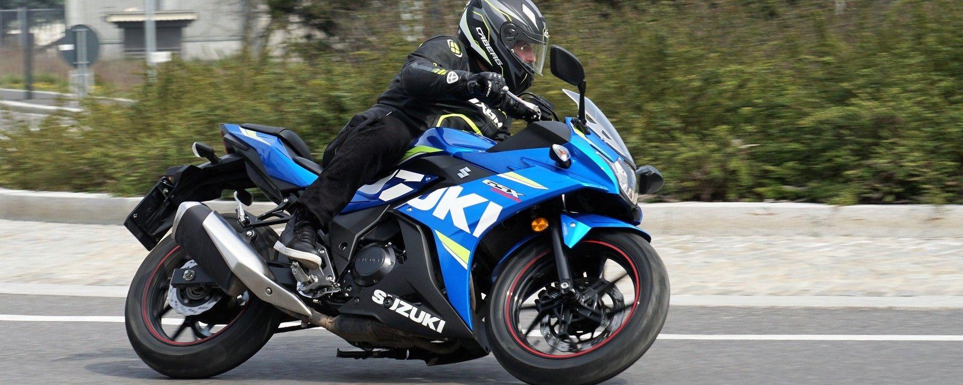 Suzuki GSX250R: buono il grip delle gomme di serie