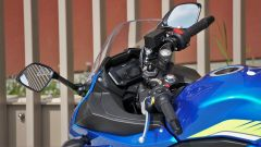 Suzuki GSX250R: dettaglio del manubrio