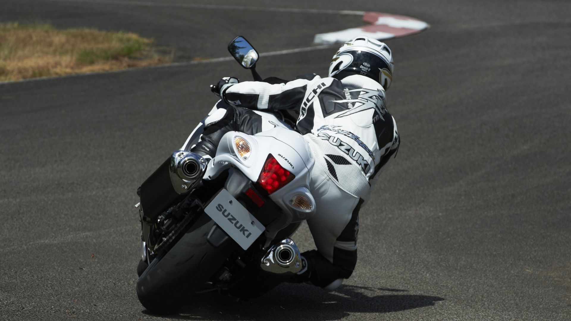 Immagine 28: Suzuki Hayabusa 2013