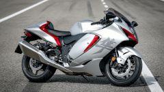 Suzuki Hayabusa 2021: la colorazione argento e rossa