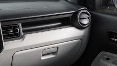 Suzuki Ignis, il vano portaguanti