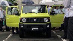 Suzuki Jimny 2018: nuovo look, stessa pasta. Le prime foto su strada - Immagine: 3