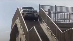 Su e giù per le scale col Suzuki Jimny. Il video su YouTube