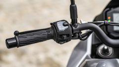 Suzuki Katana 2019: tramite il blocchetto sinistro si naviga nei menù