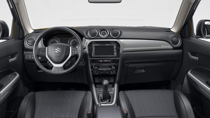Suzuki Smart Buy: l'abitacolo della Vitara Hybrid
