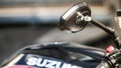 Suzuki SV650X-Ter: dettaglio degli specchi in alluminio ricavati dal pieno
