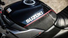 Suzuki SV650X-TER: la scritta per esteso sul serbatoio è un chiaro rimando al passato