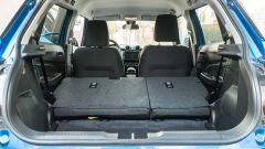 Suzuki Swift 1.2 Hybrid Top, il piano di carico con i sedili posteriori abbattuti