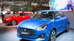 Suzuki Swift 2017, Salone di Ginevra 2017, vista laterale, colore azzurro