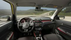 Suzuki Swift e Swift Sport Hybrid: gli interni della Sport