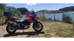 Suzuki V-Strom 1050 XT 2020: il lago Passante nella Sila calabrese