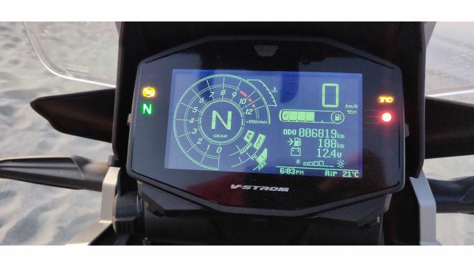 Suzuki V-Strom 1050 XT 2020: la strumentazione LCD