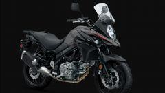 Suzuki V-Strom 650 2020: grigio/nero con cerchi in lega
