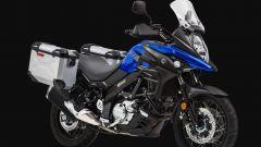 Suzuki V-Strom 650 2020: il Touring Kit su moto blue