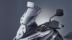 Suzuki V-Strom 650 2021: il cupolino maggiorato fa parte del kit Freedom