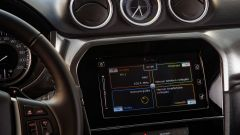 Suzuki Vitara Hybrid, lo schermo touch dell'infotainment