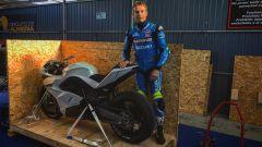 Sylvain Guintoli con la E-Superbike in Almeria