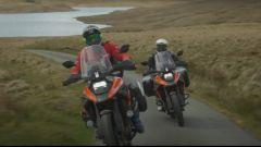 Sylvain Guintoli e Dan Evans in Galles con la Suzuki V-Strom 1050