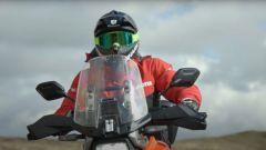 Sylvain Guintoli in Galles con la Suzuki V-Strom 1050