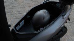 Sym HD 300, il vano sottosella