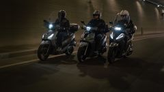 Sym HD 300, Kymco People S 300, Honda SH 300i: le firme luminose