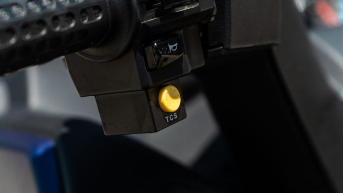 Sym Maxsym 400 2021: il pulsante del TCS