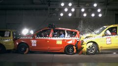 Tamponamento auto a 7 posti: il crash test di Dekra per Auto Bild