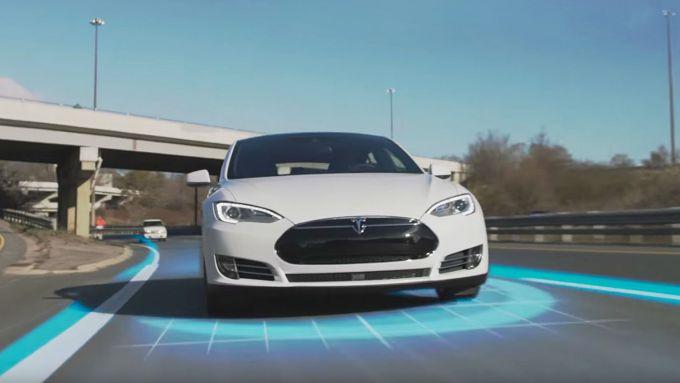 Telecamere controllano la guida autonoma di Tesla