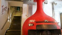 Terrazza Citroen: il forno decorato come una calandra della Casa del Double Chevron