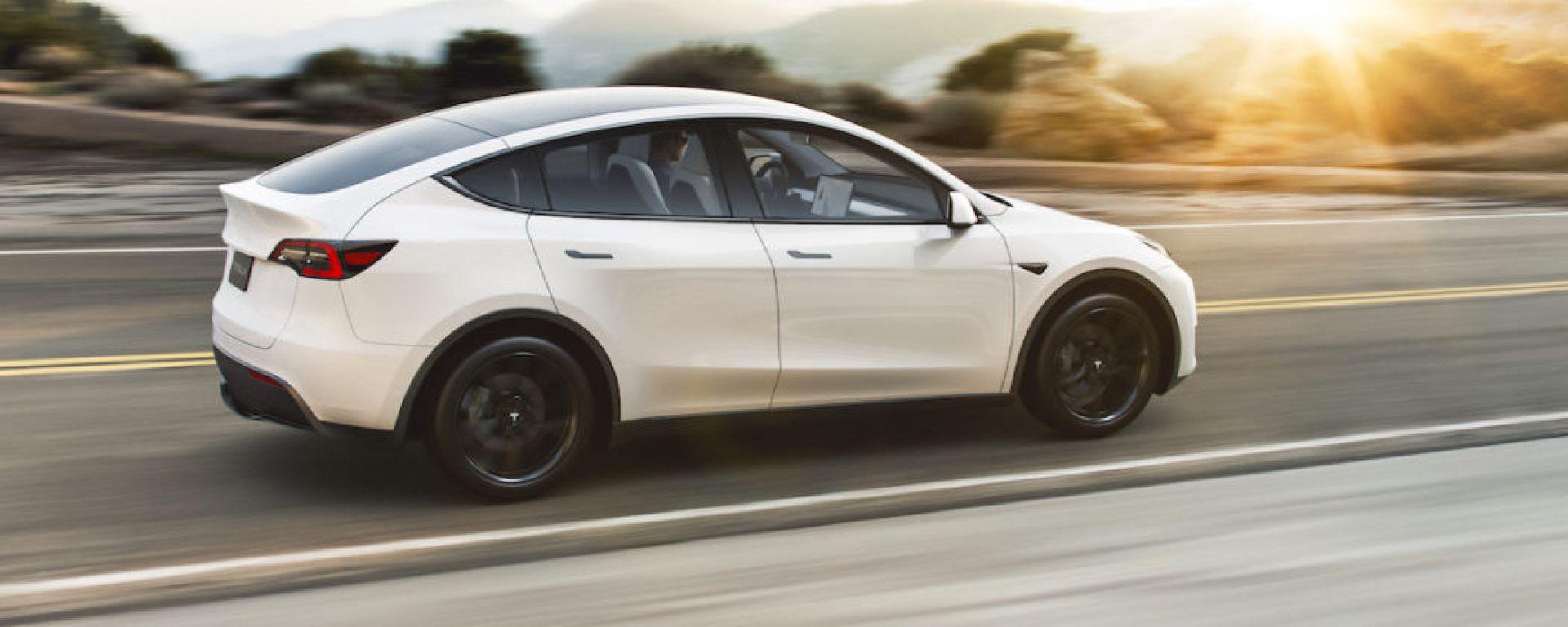 Tesla Autopilot: come ingannare il pilota automatico delle auto elettriche americane