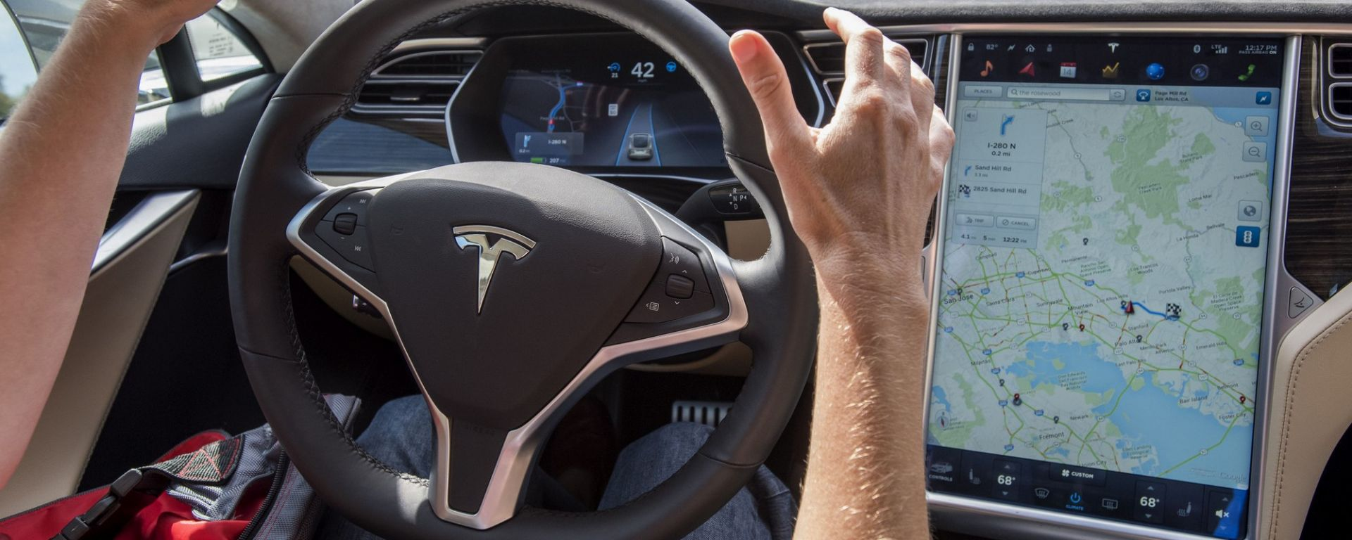 Tesla Autopilot, da agosto 2018 la Version 9