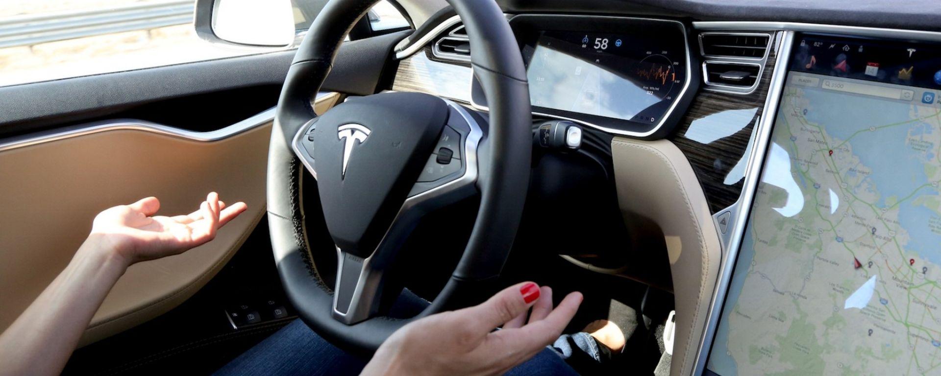 Tesla Autopilot in azione