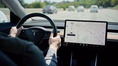 Tesla Autopilot Navigate pericoloso: i test di Consumer Reports