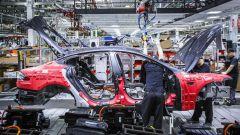 Tesla, conti spinti in alto dalla produzione di Model 3