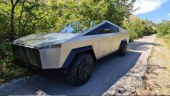 Tesla Cybertruck il 3/4 anteriore